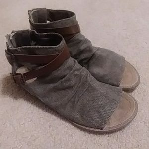 Distressed sandal with contrast ankle buckle